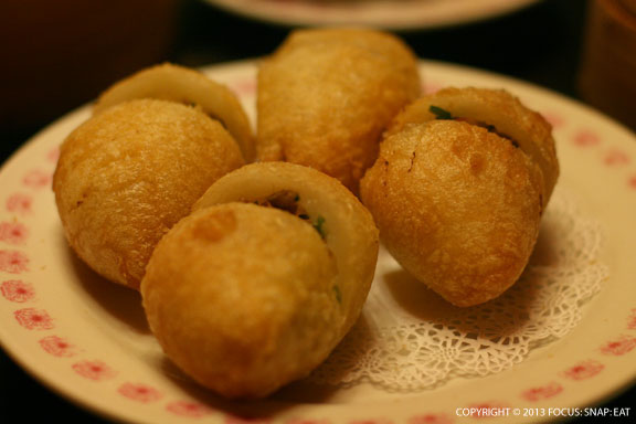 Deep-fried jin dui (a sticky rice flour shell with savory filling) is one of my Mom's favorite dishes.