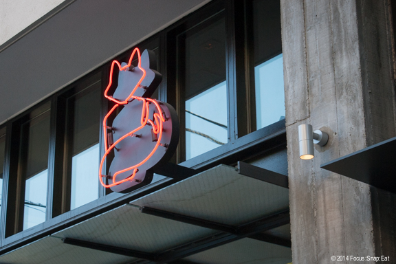 A neon red fox image can be seen at the entrance of the new Monsieur Benjamin. It serves as a logo for the restaurant.