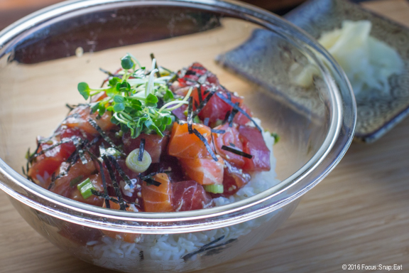 how to eat a poke bowl